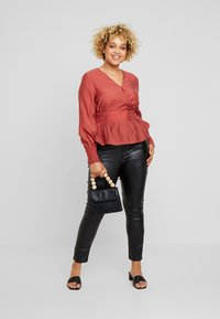 Lost Ink Plus - WRAP WITH BUTTONS - Blusa - pink - 1