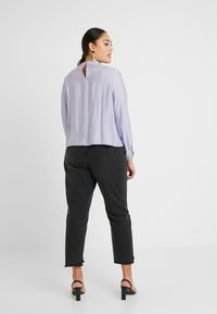 Lost Ink Plus - SHIRRED DETAIL FRONT BLOUSE - Blouse - purple - 2