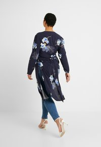 Lost Ink Plus - EXCLUSIVE BUTTON FRONT PRINTED BLOUSE - Bluser - navy - 2