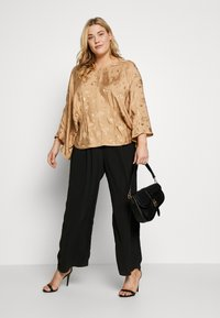 Lost Ink Plus - KIMONO SLEEVE BLOUSE - Blusa - beige - 1