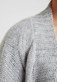 Lost Ink Plus - CABLE CARDIGAN - Cardigan - grey