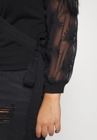 Lost Ink Plus - WRAP FRONT LACE SLEEVE - Mikina - black - 5