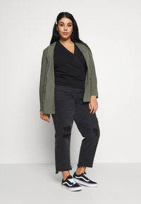 Lost Ink Plus - WRAP FRONT LACE SLEEVE - Mikina - black - 1