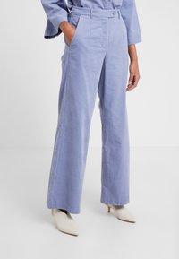 Lovechild - HARPER - Spodnie materiałowe - eventide - 0