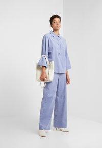 Lovechild - HARPER - Spodnie materiałowe - eventide - 1