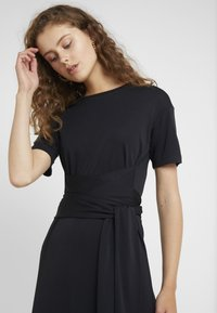 Lovechild - CONRAD DRESS - Jerseykleid - black - 4