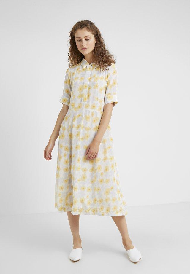 MISHA DRESS - Denní šaty - tapioca
