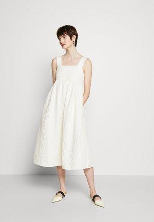 FEELA - Korte jurk - whisper white