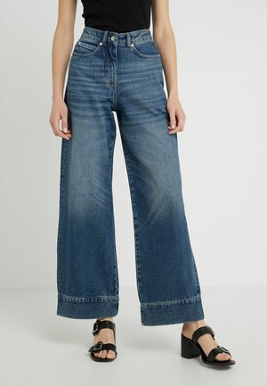 HARVEY - Jeansy Dzwony - heavy washed denim