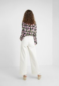 Lovechild - LULAS PANT - Flared Jeans - white - 2
