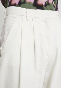 Lovechild - LULAS PANT - Flared Jeans - white - 4