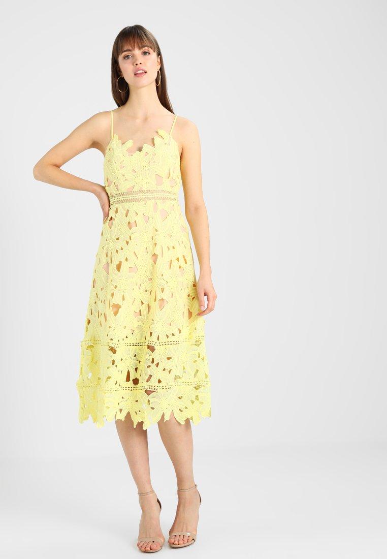 Love Triangle - SUNSHINE ON MY MIND DRESS - Freizeitkleid - lemon