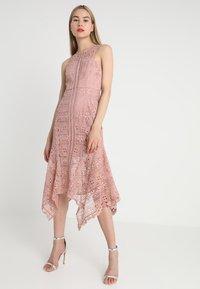 Love Triangle - VALENTINA MIDI DRESS - Długa sukienka - pale mink - 0