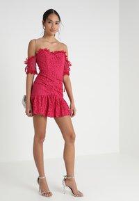 Love Triangle - ROSETTA MINI DRESS - Koktejlové šaty/ šaty na párty - dark red - 1
