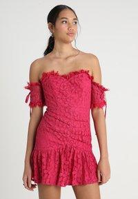 Love Triangle - ROSETTA MINI DRESS - Koktejlové šaty/ šaty na párty - dark red - 0