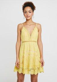 Love Triangle - BUTTERCUP DRESS - Sukienka koktajlowa - lemon - 0