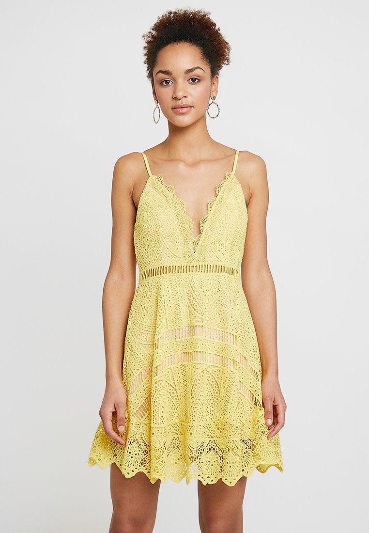 Love Triangle - BUTTERCUP DRESS - Koktejlové šaty/ šaty na párty - lemon