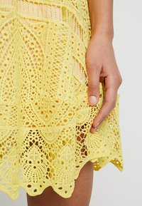 Love Triangle - BUTTERCUP DRESS - Sukienka koktajlowa - lemon - 4
