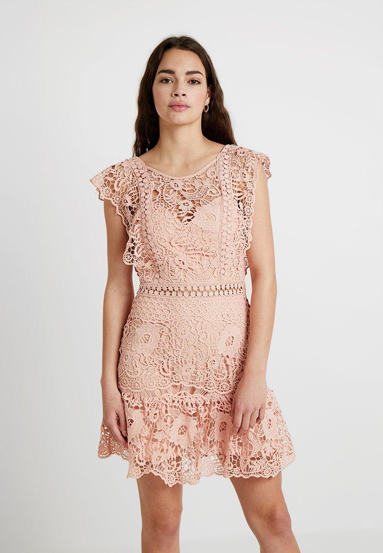 Love Triangle - SWEET CHARLOTTE DRESS - Koktejlové šaty/ šaty na párty - nude