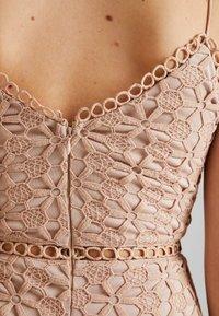 Love Triangle - PERFECT WORLD MINI DRESS - Koktejlové šaty/ šaty na párty - nude - 6