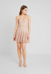 Love Triangle - PERFECT WORLD MINI DRESS - Koktejlové šaty/ šaty na párty - nude - 2