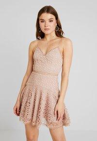 Love Triangle - PERFECT WORLD MINI DRESS - Koktejlové šaty/ šaty na párty - nude - 0
