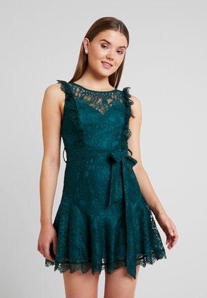 CITY MINI DRESS - Koktejlové šaty/ šaty na párty - green