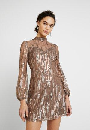 SCATTERED JEWELS - Vestido de cóctel - bronze