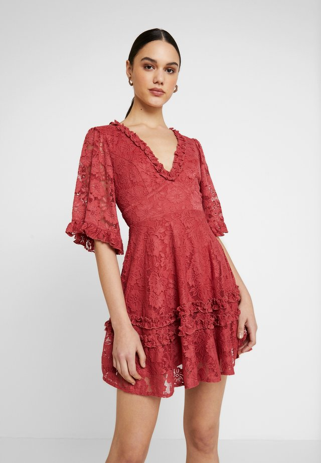 BEYOND THE HEAVENS DRESS - Cocktailjurk - red