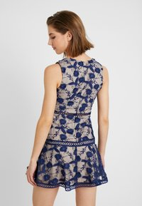 Love Triangle - BLOSSOM DRESS - Cocktailklänning - navy - 2