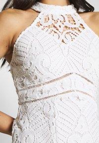Love Triangle - LAETITIA DRESS - Koktejlové šaty/ šaty na párty - white - 4