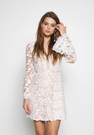 BESTSELLER SKATER - Sukienka koktajlowa - white