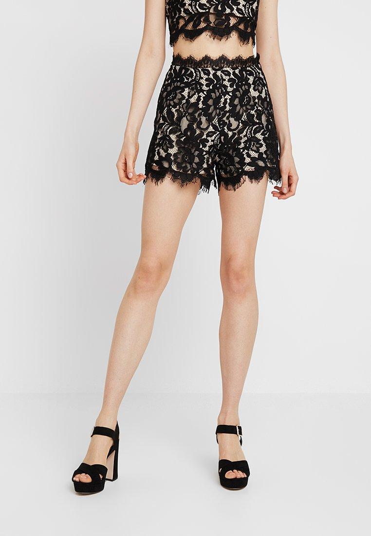 Love Triangle - DARK SECRETS - Shorts - black