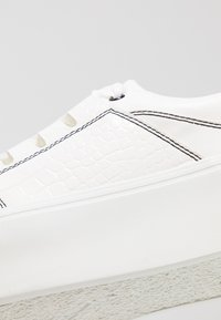Lost Ink Wide Fit - WIDE FIT RAE PLATFORM TRAINER - Sneakers - white - 2
