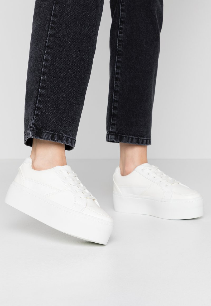 Lost Ink Wide Fit - WIDE FIT FLATFORM LACE UP TRAINER - Trainers - white