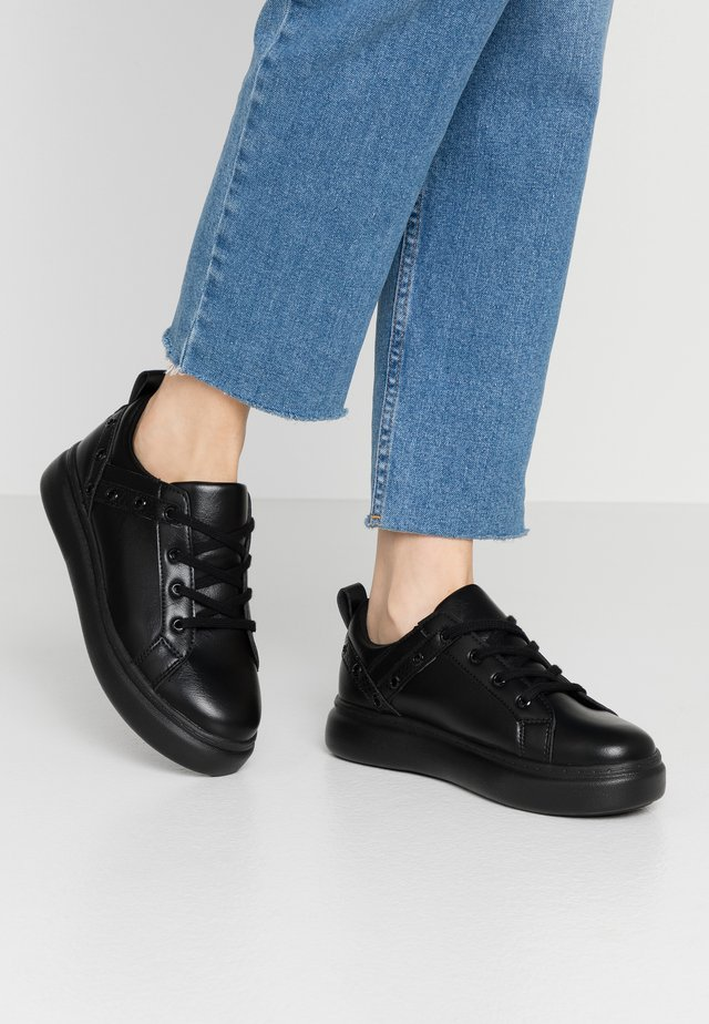 EYELET LACE UP TRAINER - Tenisky - black