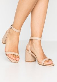 Lost Ink Wide Fit - BLOCK HEEL BARELY THERE - Sandals - cream - 0