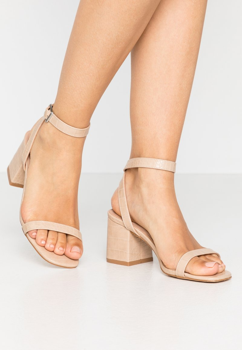 Lost Ink Wide Fit - BLOCK HEEL BARELY THERE - Sandals - cream