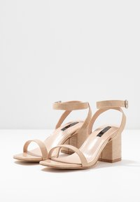 Lost Ink Wide Fit - BLOCK HEEL BARELY THERE - Sandals - cream - 4