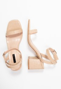 Lost Ink Wide Fit - BLOCK HEEL BARELY THERE - Sandals - cream - 3