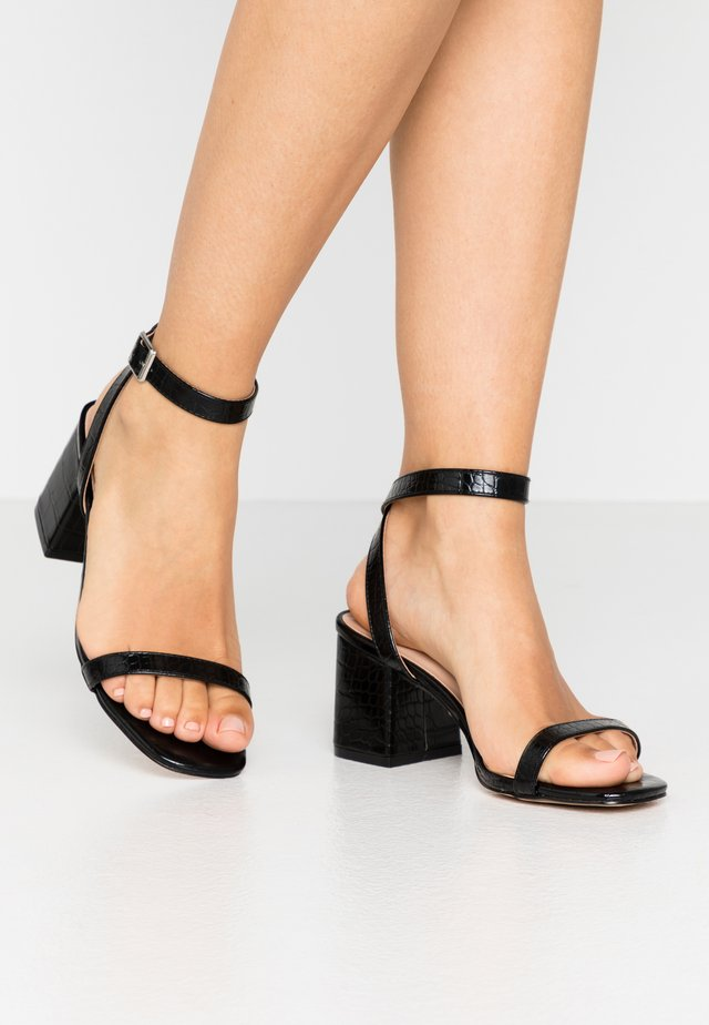 BLOCK HEEL BARELY THERE - Sandales - black