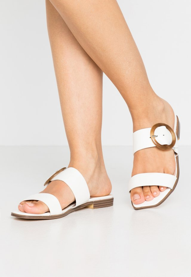 SHELL TRIM FLAT  - Mules - white