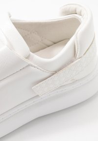 Lost Ink Wide Fit - BACK STRAP TRAINER - Joggesko - white - 2