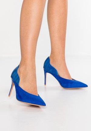 WIDE FIT JENNIFER COURT WITH CURVE - Decolleté - cobalt blue