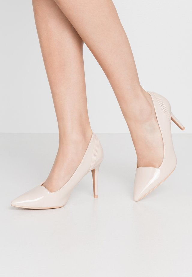 COURT WITH BACK COUNTER DETAIL - High Heel Pumps - beige