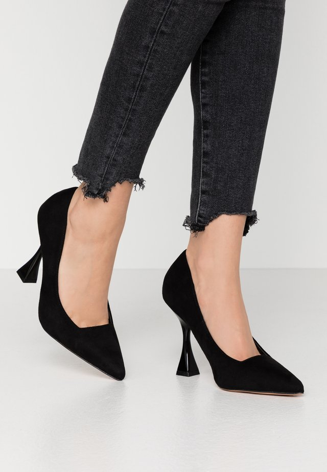 WIDE FIT INTEREST COURT - Escarpins à talons hauts - black