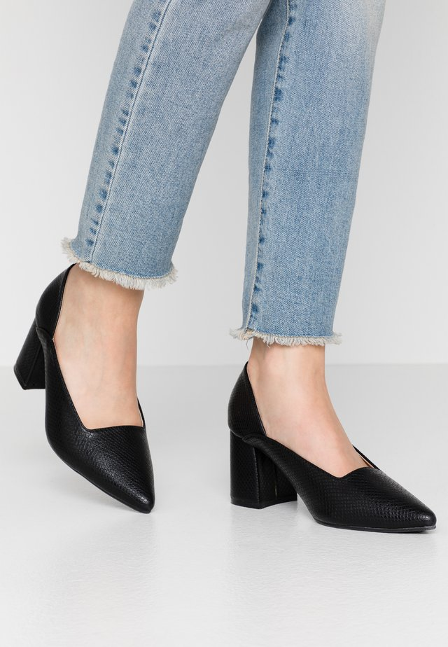 POINTED MID BLOCK HEEL SHOE  - Pumps - black