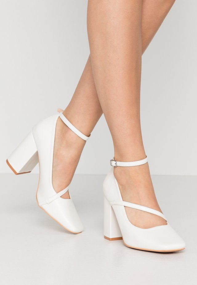 CROSS STRAP BLOCK SHOE - Klassiska pumps - white