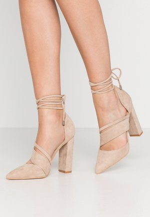BOW DETAIL BLOCK SHOE - Szpilki - beige