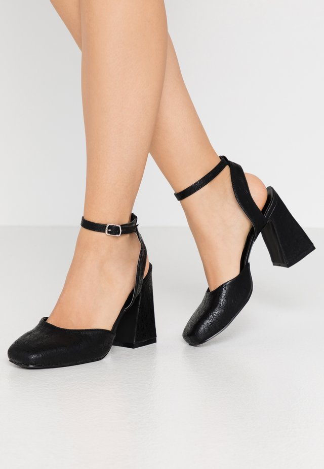 SQUARE TOE STRAP SHOE - High heels - black